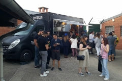 FOOD-TRUCK -Plus original qu'un traiteur classique, les camions food trucks décorent et animent votre événement tout en ravissant les papilles des gourmands et des gourmets